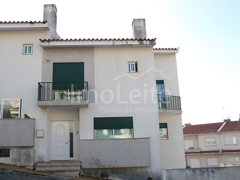 Moradia T3 Famalicão Gondifelos 3 suites e 3 frentes