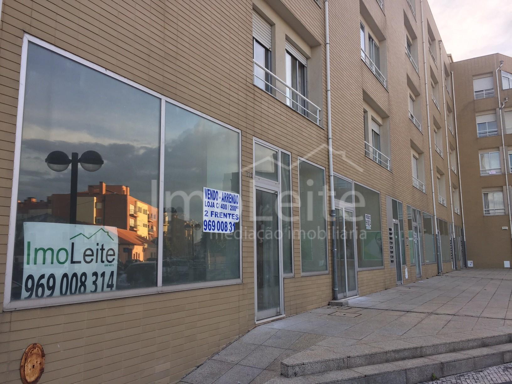 Loja Póvoa de Varzim nova vender ou arrendar junto ao centro