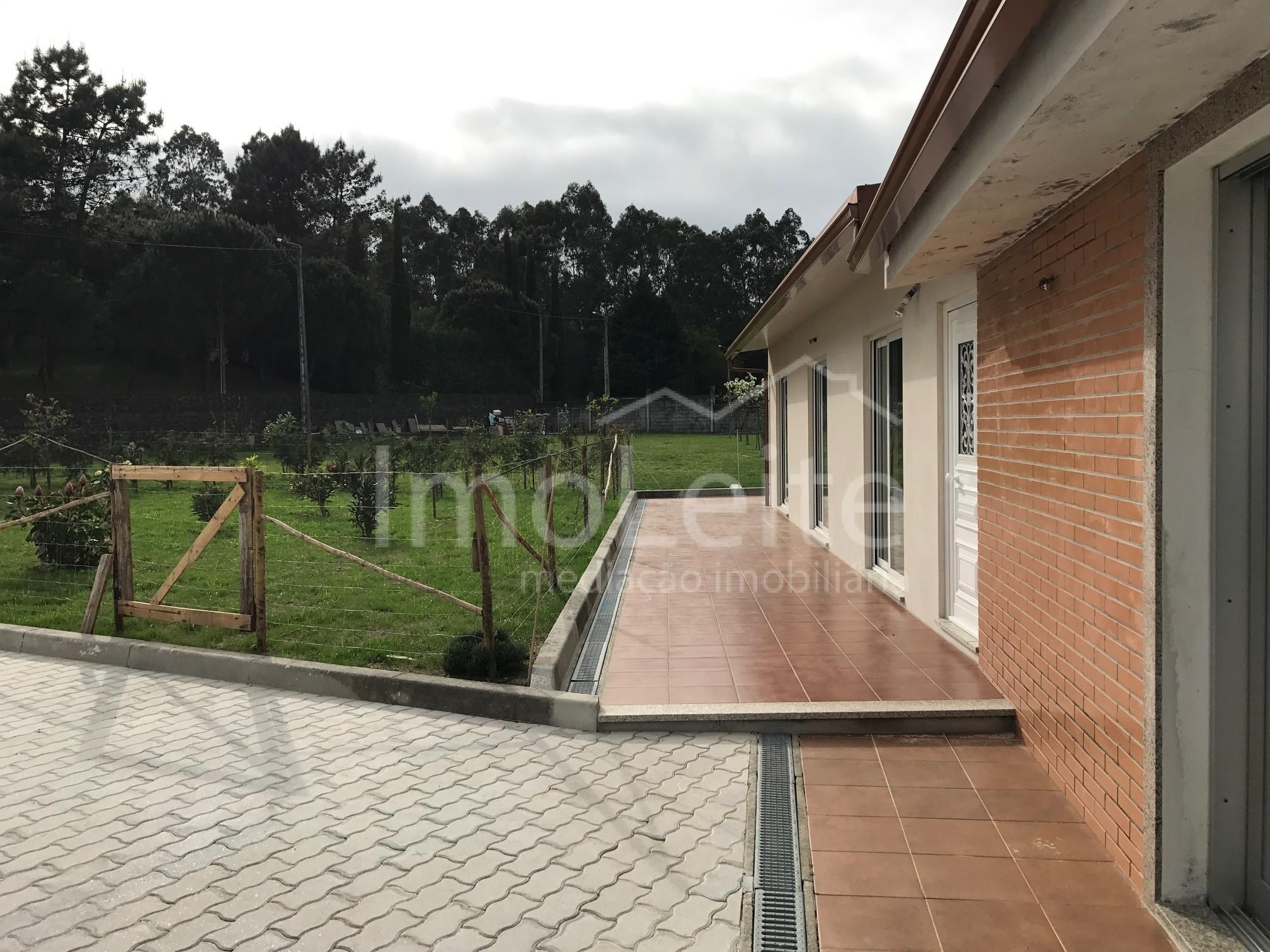 Quinta Térrea T2 Vila do Conde Rio Mau com 1500 m2