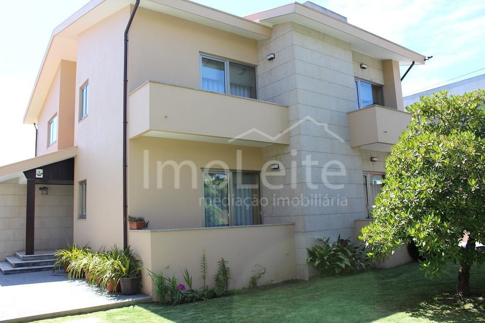 Moradia T5 Vila do Conde Mindelo lote c/ 990 m2