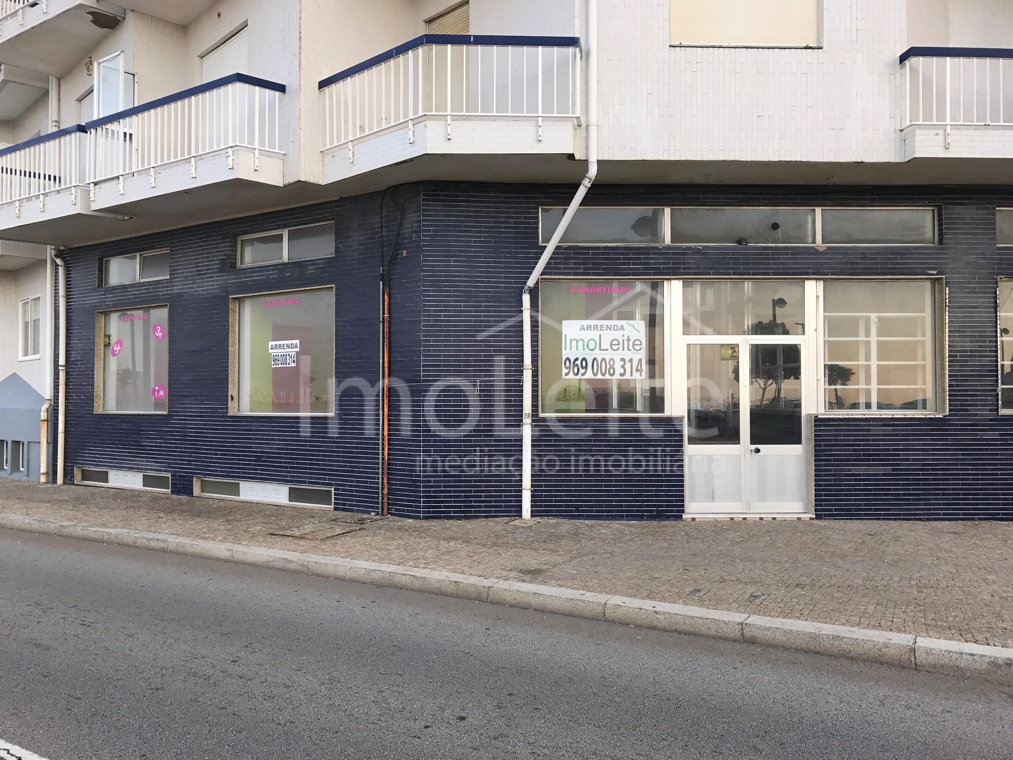 Loja Póvoa de Varzim Aver-o-Mar frente ao mar com 90 m2