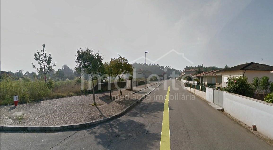 Lote Póvoa de Varzim com 600 m Balasar para Moradia 4 frentes