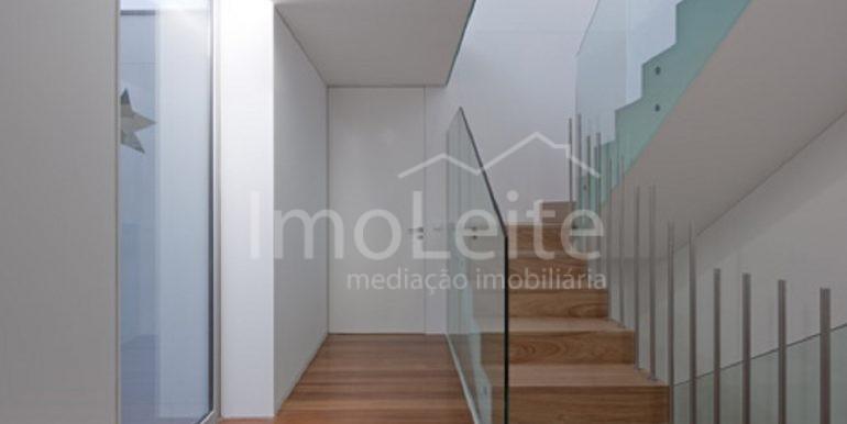 dezeen_Frei-Sebastiao-House-by-Arsonio-Fernandez_10