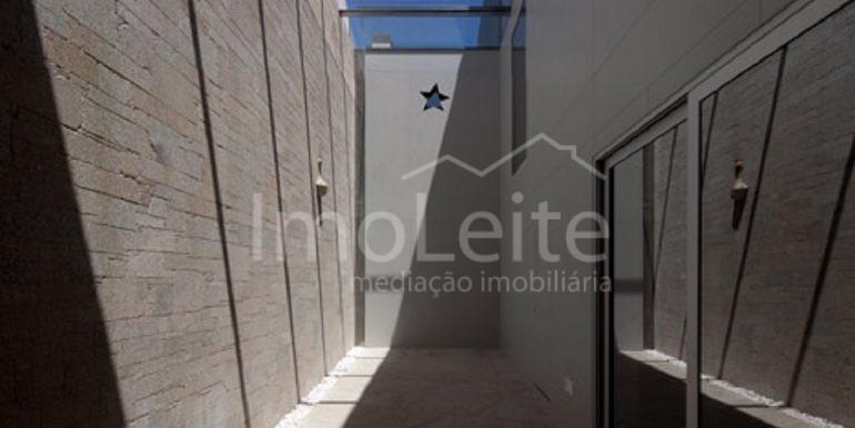 dezeen_Frei-Sebastiao-House-by-Arsonio-Fernandez_13