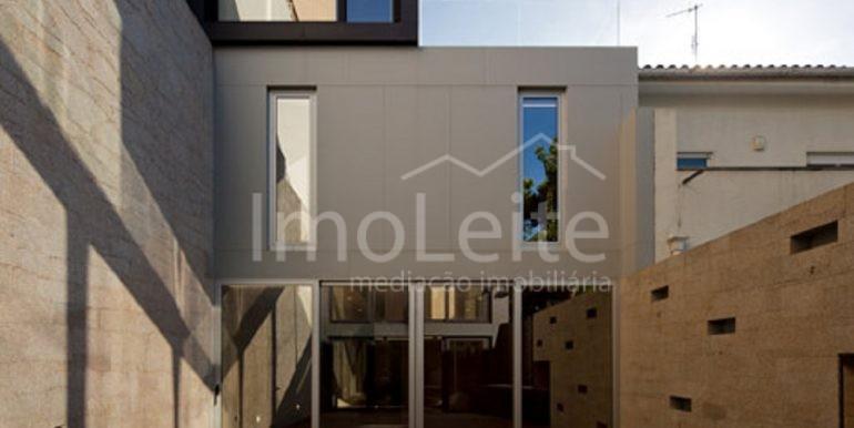 dezeen_Frei-Sebastiao-House-by-Arsonio-Fernandez_4