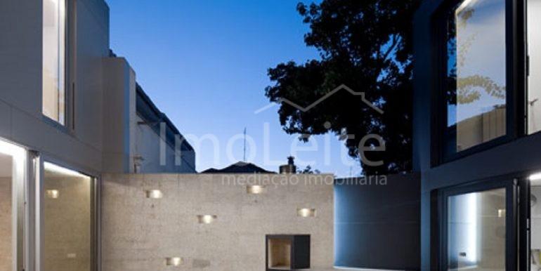 dezeen_Frei-Sebastiao-House-by-Arsonio-Fernandez_2