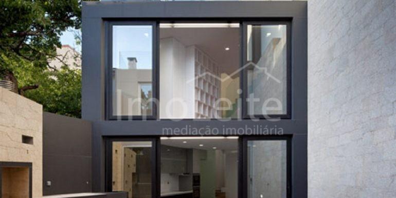 dezeen_Frei-Sebastiao-House-by-Arsonio-Fernandez_5